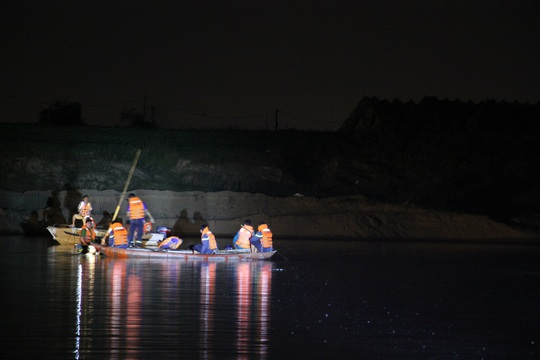 Đã tìm thấy thi thể 5 nạn nhân bị lật thuyền trên sông Vu Gia - Ảnh 2.