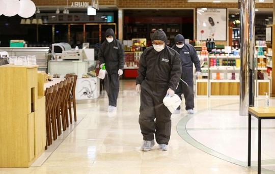 Covid-19: Hàn Quốc định cách ly tối đa, dân Daegu rồng rắn mua khẩu trang - Ảnh 4.