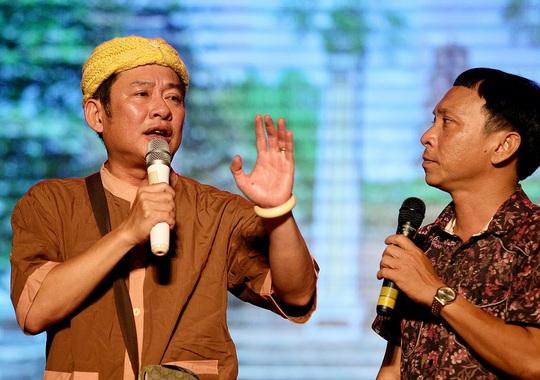 Danh hài Tấn Beo lý giải vì sao vai giả gái ăn khách - Ảnh 2.