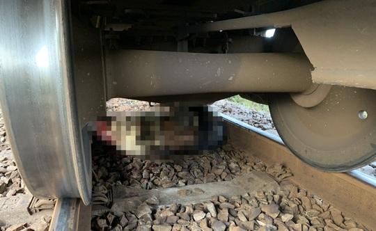 Tìm tung tích nạn nhân bị tàu lửa kéo lê hơn 20m - Ảnh 1.