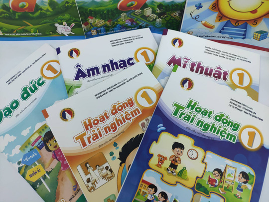 Bộ GD-ĐT phê duyệt thêm 7 sách giáo khoa lớp 1 - Ảnh 1.