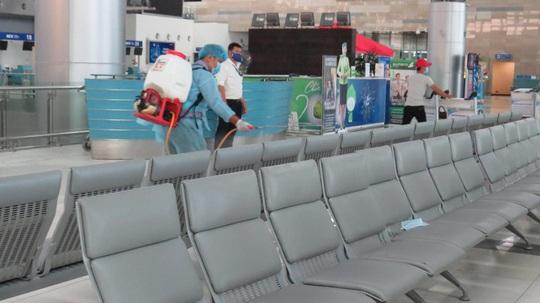 Lập phương án tiếp nhận nhiều người Việt từ vùng dịch Hàn Quốc tại sân bay - Ảnh 1.