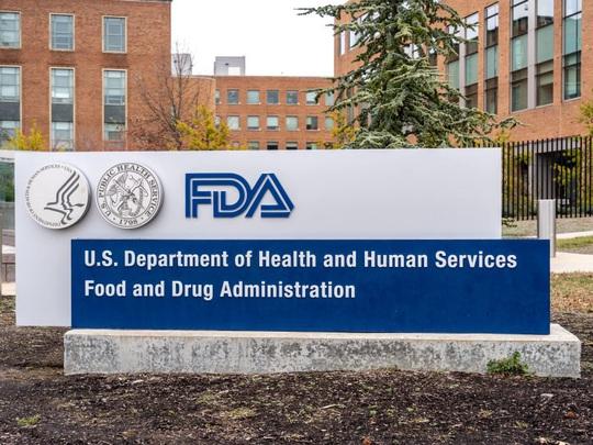 Covid-19: Mỹ lâm tình trạng thiếu nguyên liệu sản xuất thuốc trị bệnh - Ảnh 1.