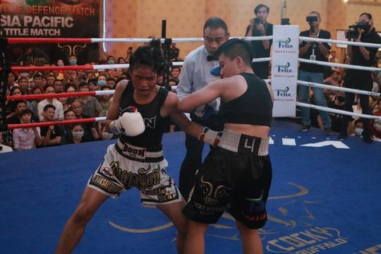 Thu Nhi trở thành nữ võ sĩ đầu tiên của Việt Nam giành đai WBO Châu Á Thái Bình Dương - Ảnh 1.