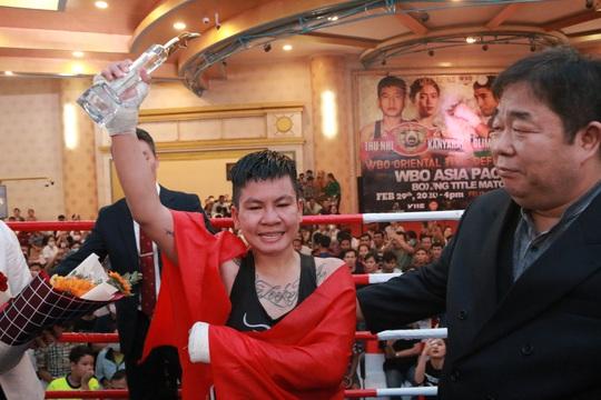 Thu Nhi trở thành nữ võ sĩ đầu tiên của Việt Nam giành đai WBO Châu Á Thái Bình Dương - Ảnh 4.