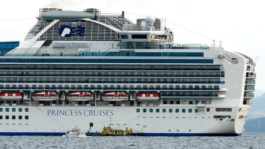 Virus corona: 10 người dương tính trên du thuyền ở Nhật Bản - Ảnh 1.