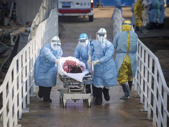 Virus corona: Trung Quốc xây bệnh viện thần tốc nhưng vẫn thiếu giường bệnh - Ảnh 2.