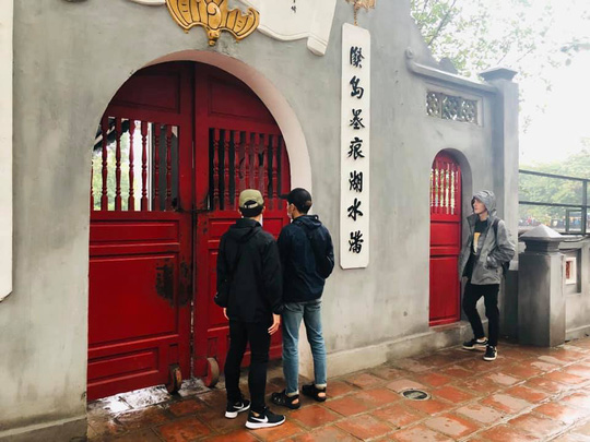 Lo ngại du lịch tê liệt, Hà Nội mở cửa toàn bộ di tích danh thắng từ sáng 6-2 - Ảnh 1.