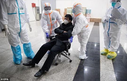 Virus corona: Trung Quốc thi hành biện pháp mạnh tay ở Vũ Hán - Ảnh 5.
