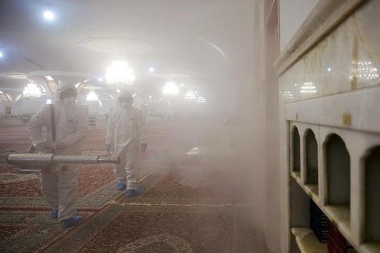 Covid-19: Iran thêm gần 400 ca nhiễm và 11 ca tử vong - Ảnh 1.