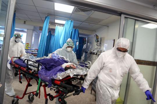 Covid-19: Bệnh nhân nằm sấp khả năng sống sót cao hơn nằm ngửa - Ảnh 2.
