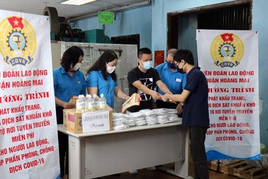Hà Nội: Giám sát chặt chẽ tình hình dịch bệnh tại nơi làm việc - Ảnh 1.