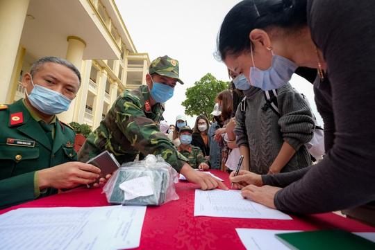 Yên Bái theo dõi, cách ly gần 3.800 người đến và trở về từ Hà Nội - Ảnh 1.
