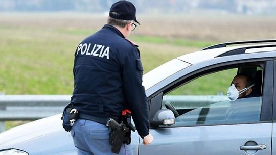 Covid-19 ở Ý: Chết kẹt trong nhà, gần 200 ca tử vong/ngày - Ảnh 3.