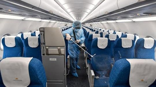 Cách ly tất cả những người tiếp xúc với hành khách chuyến bay VN0054 - Ảnh 1.