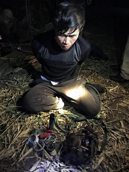 CSGT-TT cùng người dân vây bắt kẻ trộm chó manh động - Ảnh 1.