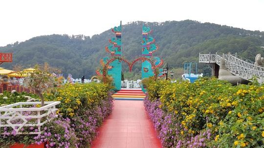 Cận cảnh vườn thượng uyển bay khổng lồ không phép ngay cửa ngõ Đà Lạt - Ảnh 4.