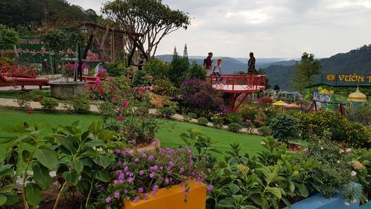 Cận cảnh vườn thượng uyển bay khổng lồ không phép ngay cửa ngõ Đà Lạt - Ảnh 2.