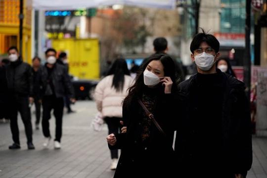 """Covid-19: Sinh viên Hàn Quốc đòi trả học phí, dân Ý phòng dịch bằng """"đĩa nhạc"""" khổng lồ - Ảnh 1."""