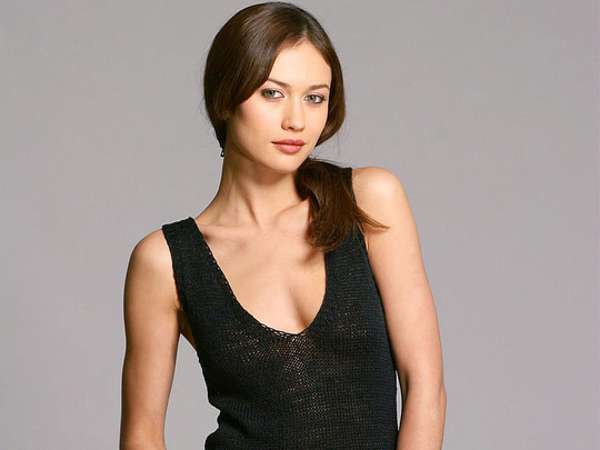 Bond girl nóng bỏng mắc Covid-19 - Ảnh 2.
