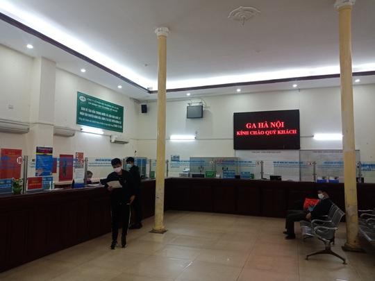 [CLIP] Đeo khẩu trang nơi công cộng: Người Việt nghiêm túc, người nước ngoài lác đác - Ảnh 16.