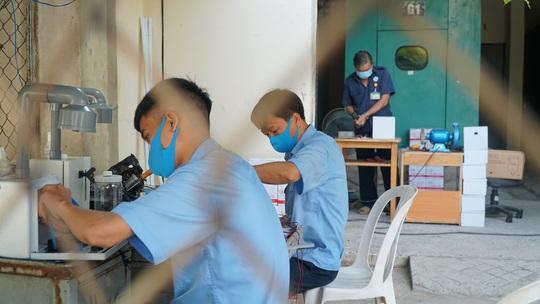 Bệnh viện Thống Nhất chế máy rửa tay tự động độc đáo chống Covid-19 - Ảnh 3.