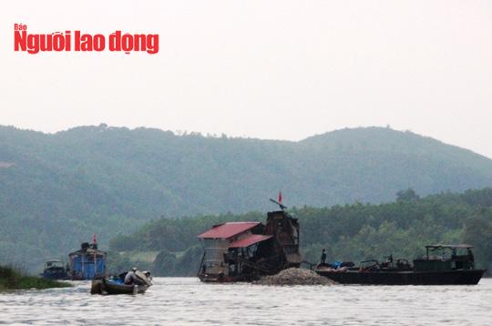 Quảng Bình: Điều tra vụ một đại úy công an bị đánh rơi xuống sông, nhập viện - Ảnh 2.
