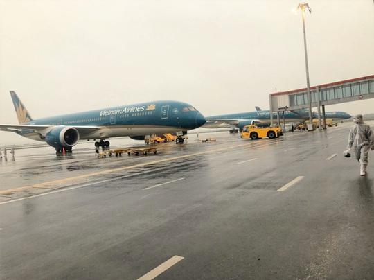 Vietnam Airlines tạm dừng khai thác các đường bay quốc tế - Ảnh 1.