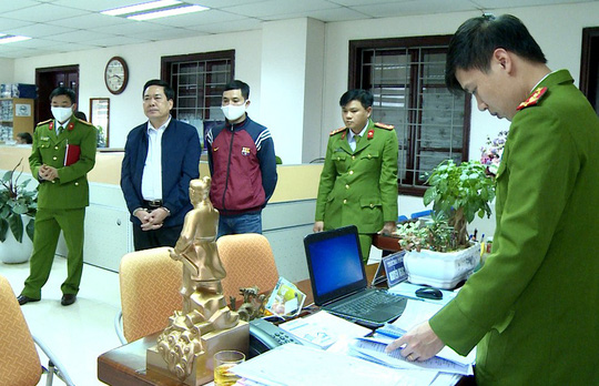 Trưởng phòng Cục thuế Thanh Hóa bị bắt khi cầm 100 triệu đồng của nữ doanh nhân - Ảnh 2.