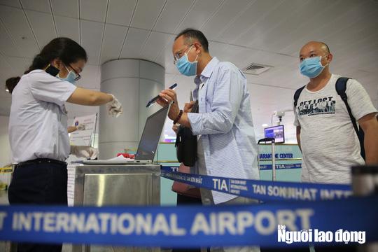 Bộ Y tế thông báo khẩn tìm hành khách trên 2 chuyến bay về TP HCM - Ảnh 1.