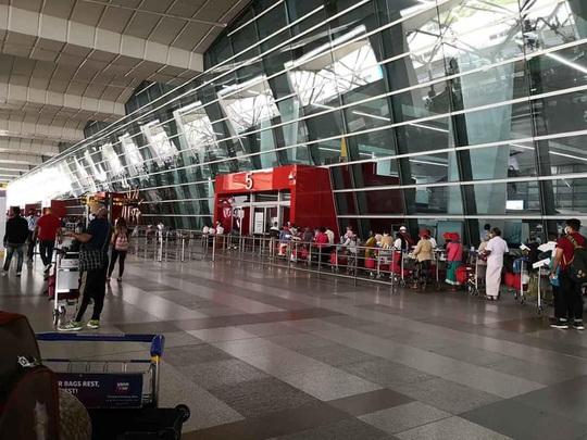 Chuyến bay đặc biệt cuối cùng trước giờ G từ Ấn Độ về VN - Ảnh 3.