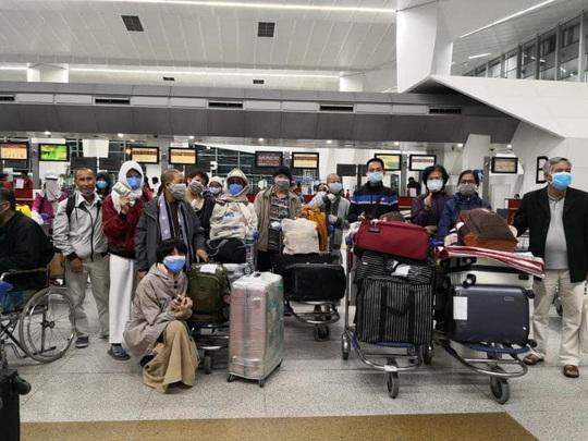 Chuyến bay đặc biệt cuối cùng trước giờ G từ Ấn Độ về VN - Ảnh 1.