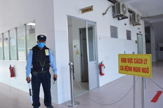 CLIP: Bệnh viện lớn nhất miền Tây diễn tập phòng, chống dịch Covid-19 - Ảnh 3.