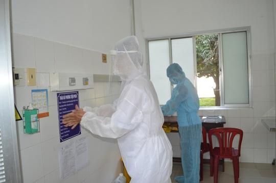 CLIP: Bệnh viện lớn nhất miền Tây diễn tập phòng, chống dịch Covid-19 - Ảnh 5.
