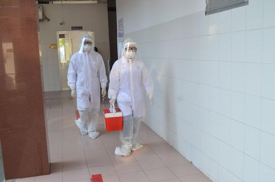 CLIP: Bệnh viện lớn nhất miền Tây diễn tập phòng, chống dịch Covid-19 - Ảnh 4.