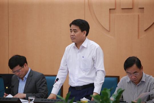 Chủ tịch Hà Nội: Cửa an toàn đã hẹp lại, có thể có nhiều người dương tính SARS-CoV-2 - Ảnh 2.