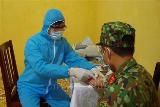 Cận cảnh quân đội diễn tập phòng, chống dịch Covid-19 tại Bộ Quốc phòng - Ảnh 5.