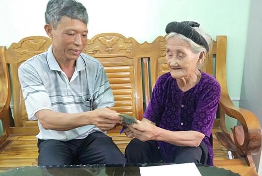 Cụ bà 84 tuổi đạp xe lên xã xin thoát nghèo là điển hình tiên tiến của Thanh Hóa - Ảnh 2.