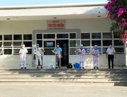 Covid-19: Hai bệnh nhân ở Ninh Thuận xuất viện  - Ảnh 1.