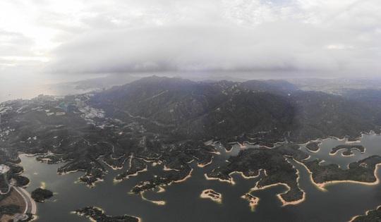 Trực thăng quân sự Trung Quốc rơi tại Hồng Kông - Ảnh 2.