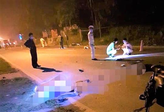 2 xe máy đấu đầu trên quốc lộ, 3 thanh niên tử vong tại chỗ - Ảnh 1.