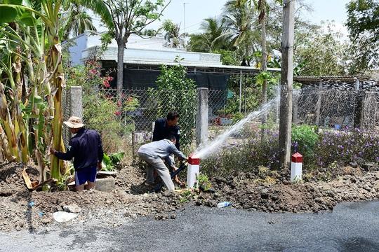 """Ông Dũng """"lò vôi"""" mang nước ngọt đến 1.500 hộ dân Tiền Giang - Ảnh 1."""