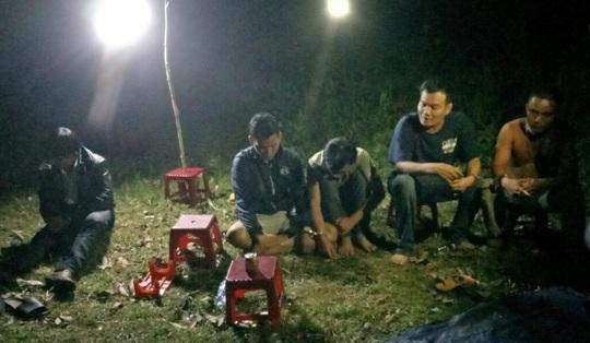 Quảng Nam: Lại bắt quả tang hàng chục đối tượng đánh bạc giữa mùa dịch - Ảnh 2.