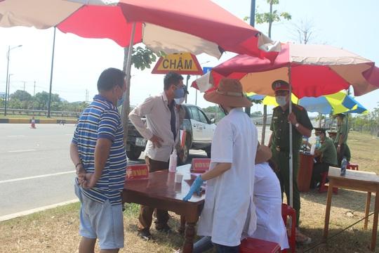 5 người Quảng Nam về từ Bệnh viện Bạch Mai đều âm tính với SARS-CoV-2 - Ảnh 1.