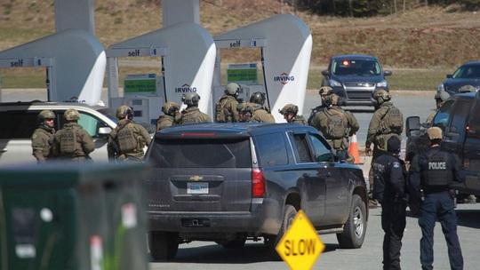 Canada: Mặc đồng phục cảnh sát bắn chết 13 người - Ảnh 2.