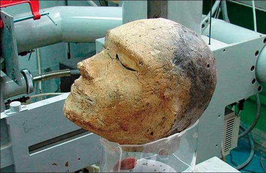 Bí ẩn hài cốt không giống người bên trong mặt nạ tử thần 2.100 tuổi - Ảnh 1.