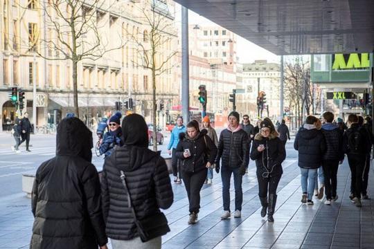 Covid-19: Chống dịch khác thường, Thụy Điển ổn định hay đang trả giá? - Ảnh 1.