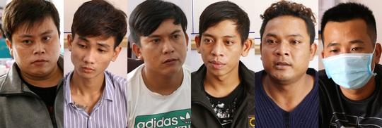 1 thanh niên bị 6 đối tượng chặn đường truy sát dã man - Ảnh 1.