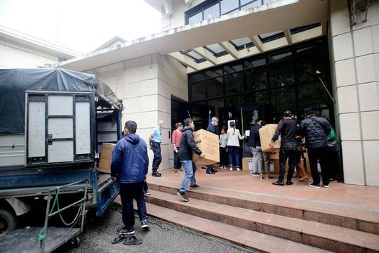 Những người yêu nước Pháp từ Việt Nam gửi tặng thiết bị phòng hộ y tế hỗ trợ chống Covid-19 - Ảnh 5.