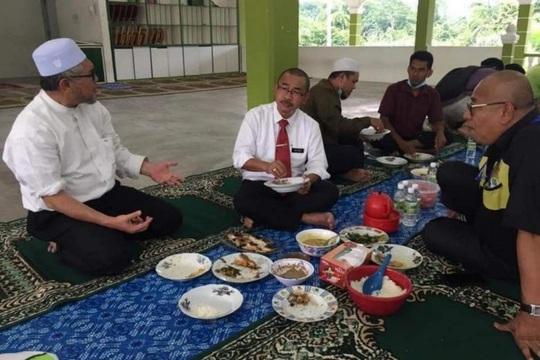 Malaysia phạt thứ trưởng y tế tụ tập trong dịch Covid-19 - Ảnh 1.